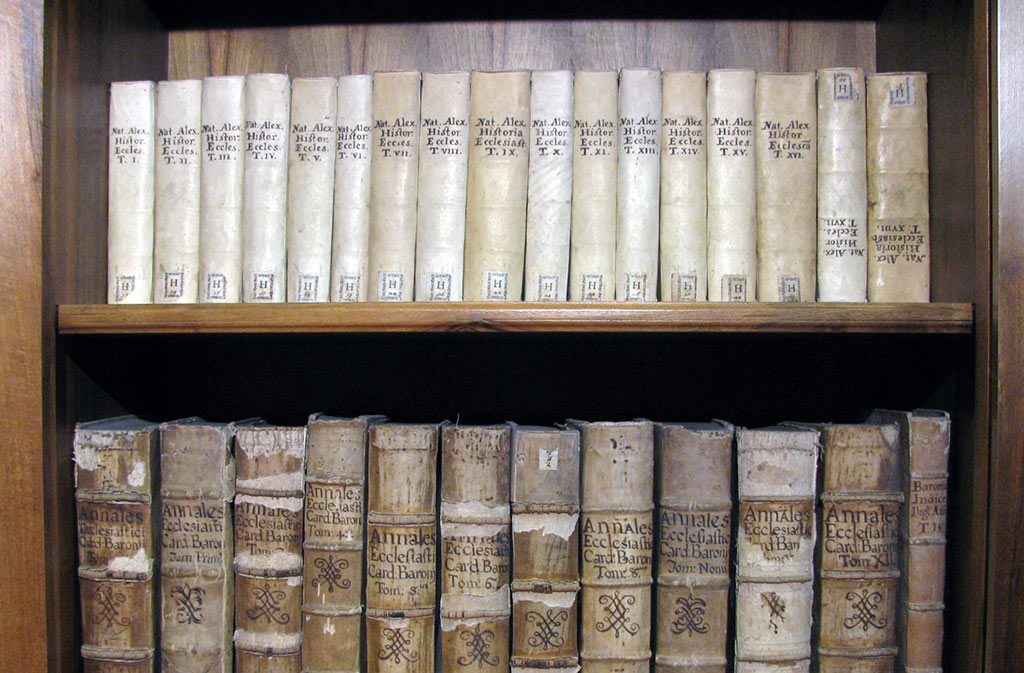 What to See in Sacile: Biblical Studies Center - Old Books