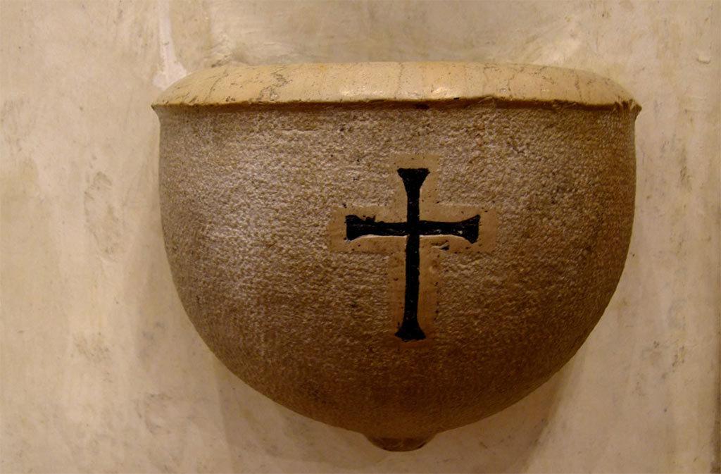 Cosa vedere a Sacile: Chiesa San Gregorio - acquasantiera