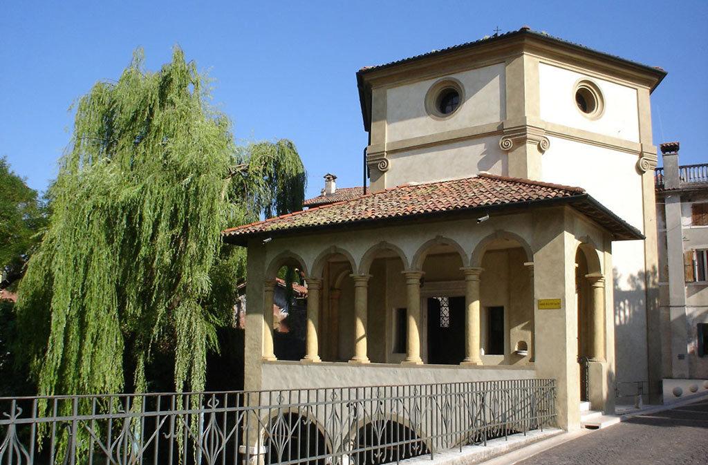 Chiese a Sacile: Chiesetta della Pietà - porticato