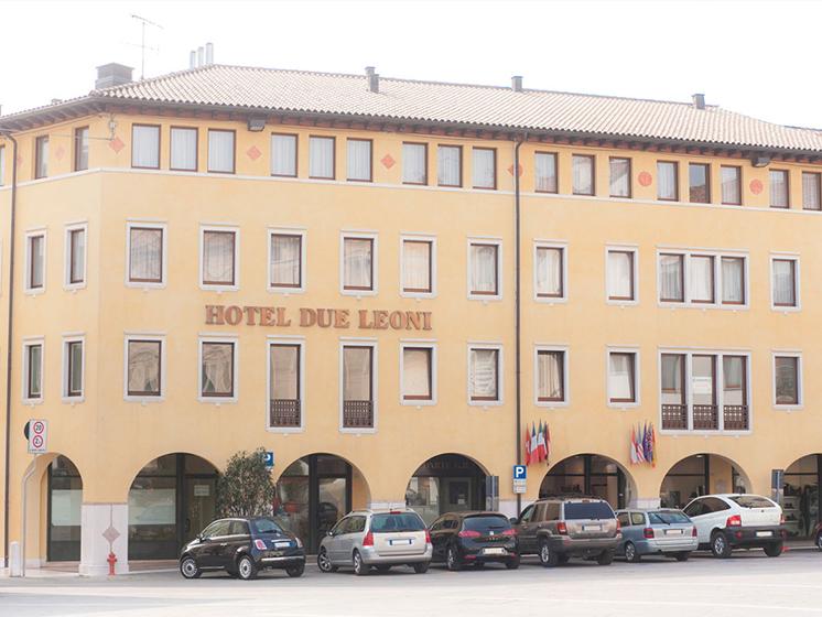 Hotel Due Leoni a Sacile - facciata