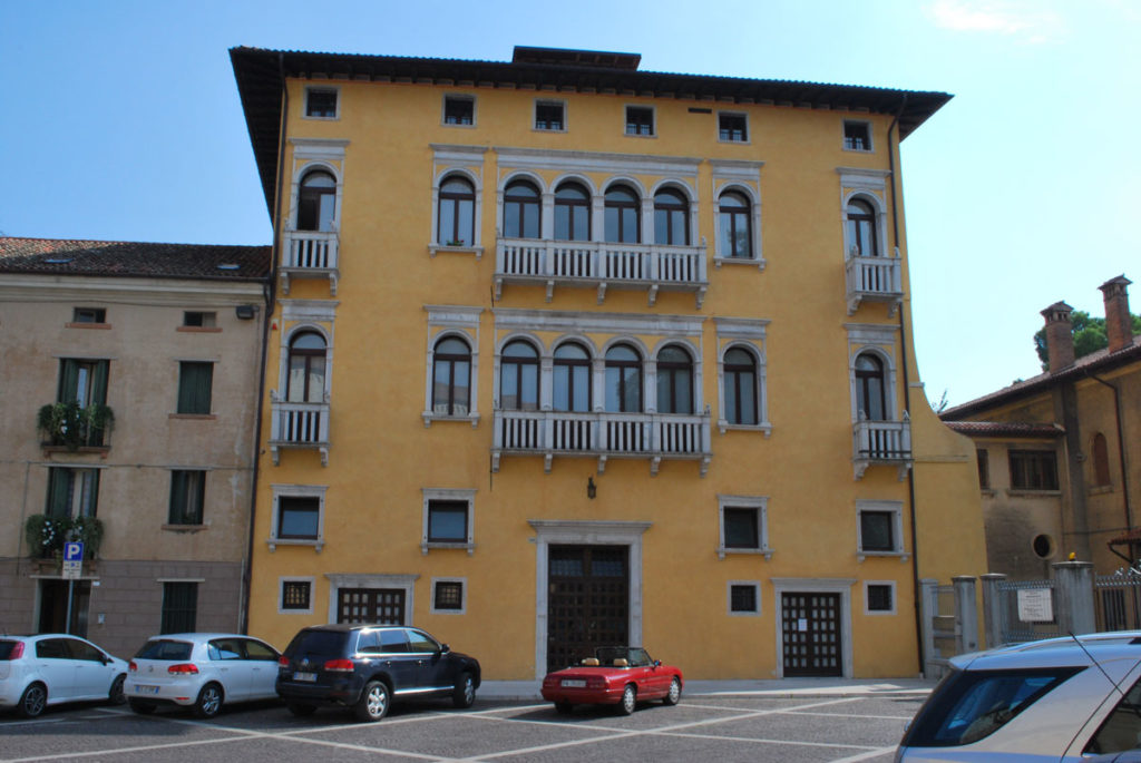 What to see in Sacile: Palazzo Carli - facade