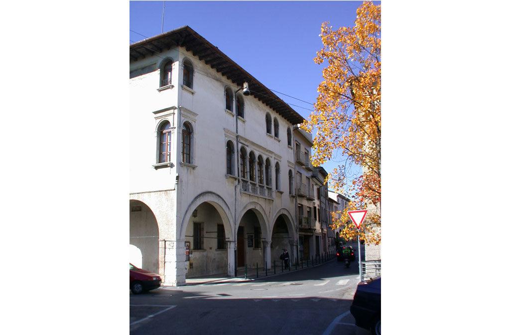 Cosa vedere a Sacile: Palazzo Ettoreo - esterno