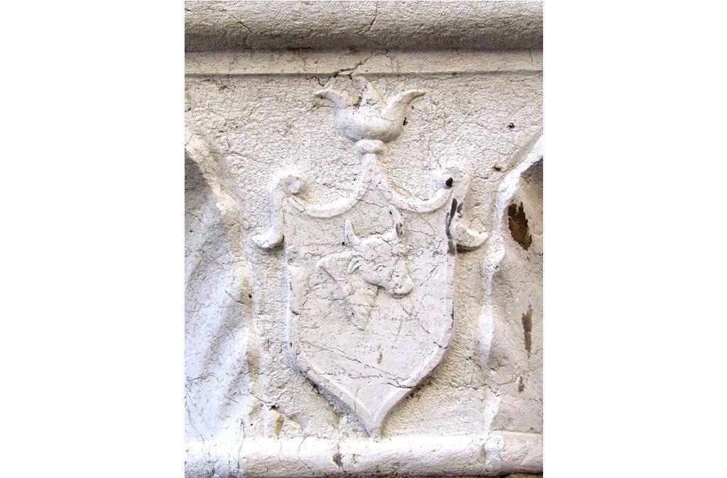 Cosa vedere a Sacile: Palazzo Ettoreo - stemma