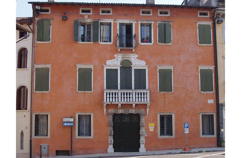 Cosa vedere a Sacile: Palazzo Ovio Gobbi - facciata