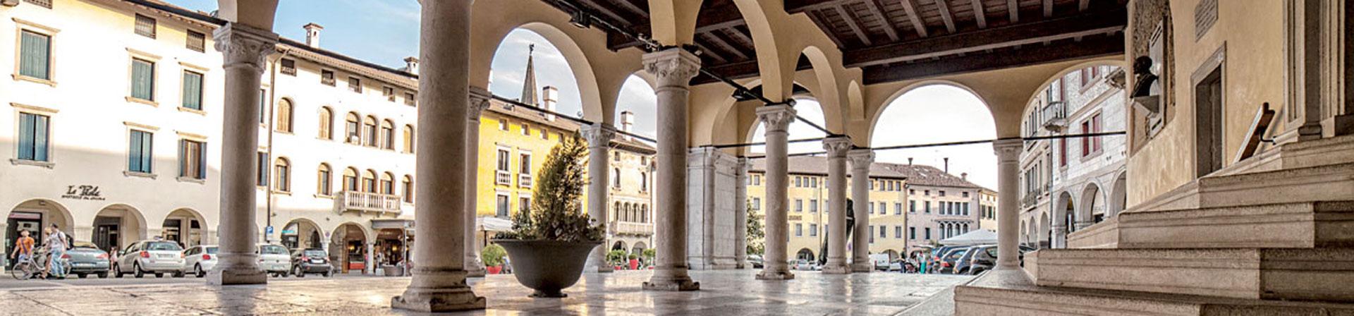 Cosa vedere a Sacile: Piazza del Popolo - porticato esterno