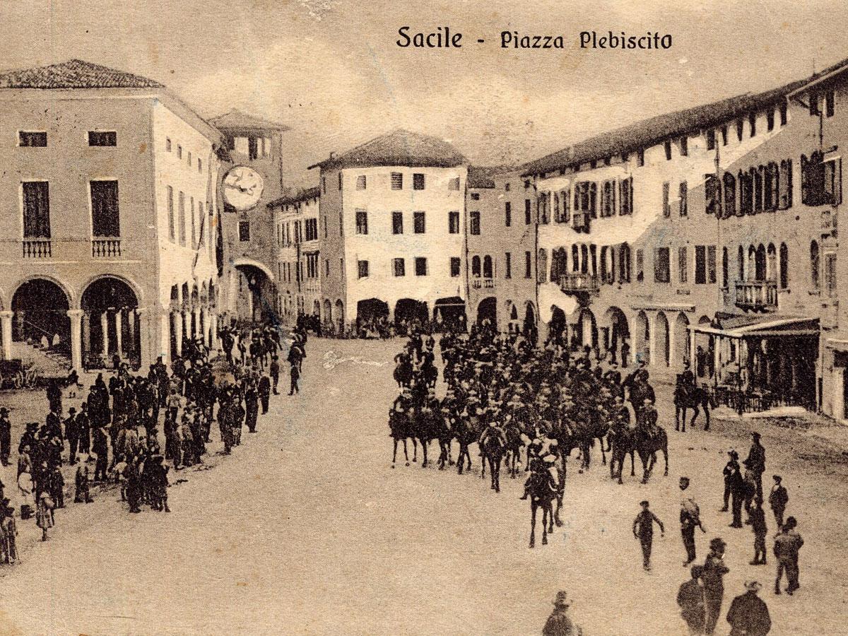 Storia di Sacile: cartolina Piazza del Plebiscito