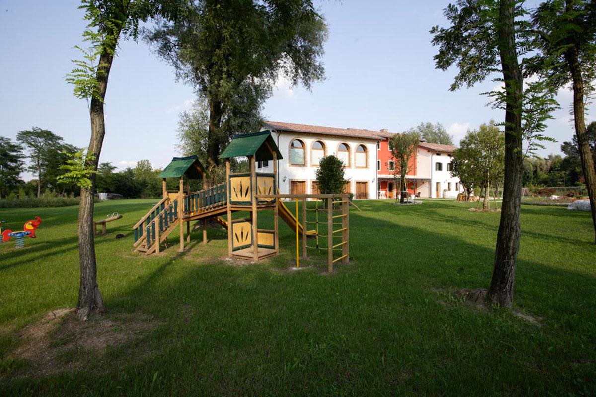 Dove dormire a Sacile: agriturismo La Favola - parco giochi